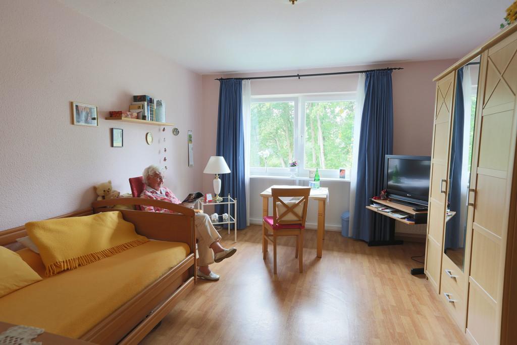 alten und pflegezentrum haus w mmetal in lauenbr ck prosenis. Black Bedroom Furniture Sets. Home Design Ideas